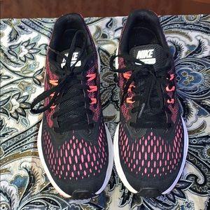 Nike Zoom Winflo 4 Crimson Training Athletic SZ8.5
